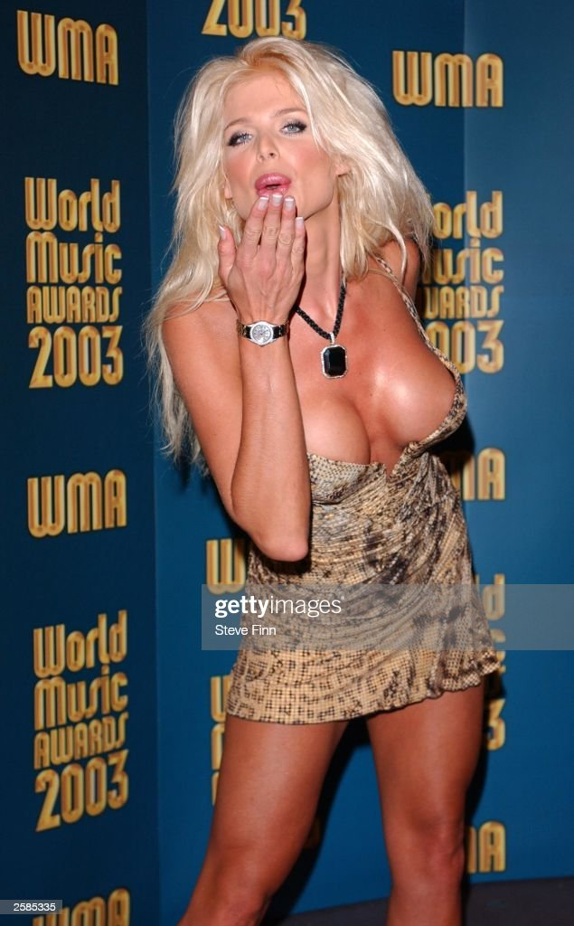 Model Victoria Silvstedt poses backstage at the '2003 World Music Awards' at the Monte Carlo Sporting Club on October 12, 2003 in Monaco.
