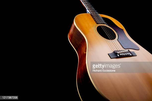 Model vintage Gibson J50 acoustic guitar, 2008.