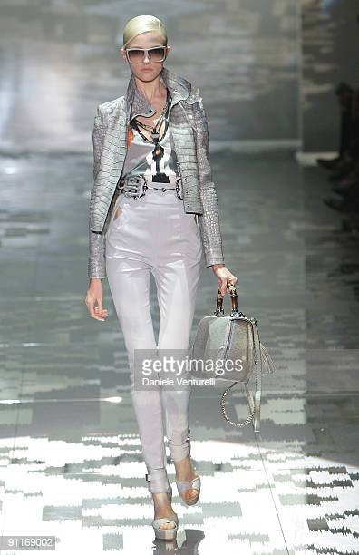 Model Vlada Roslyakova walks down the runway during the Gucci show as part of Milan Womenswear Fashion Week Spring/Summer 2010 at on September 26...