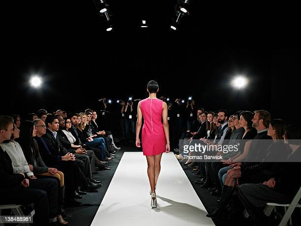 model walking on catwalk in fashion show - catwalk stock pictures, royalty-free photos & images