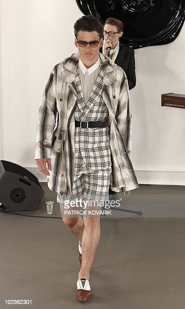 129 Viktor Rolf Men Ready Photos And Premium High Res Pictures Getty Images