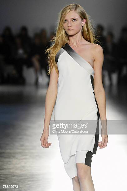 A model walks down the catwalk during the Jonathan Saunders Spring/Summer 2008 catwalk show during London Fashion Week 2007 September 17 2007 in...