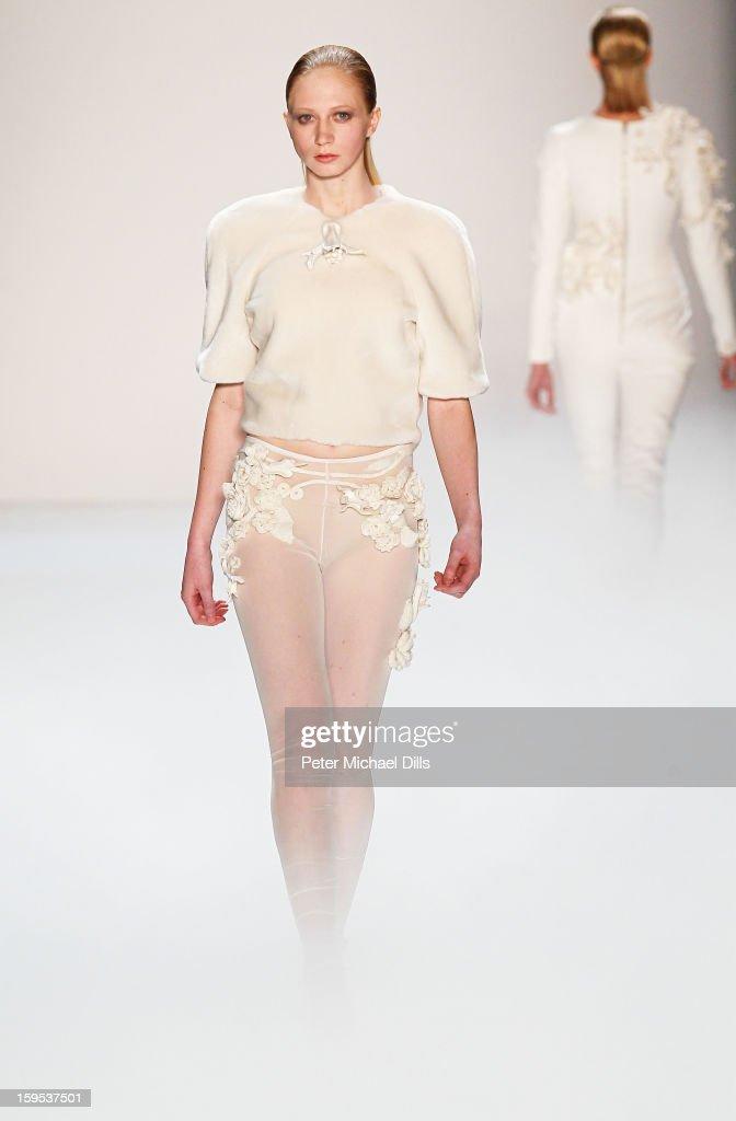 Leandro Cano Show - Mercedes-Benz Fashion Week Autumn/Winter 2013/14 : Nachrichtenfoto
