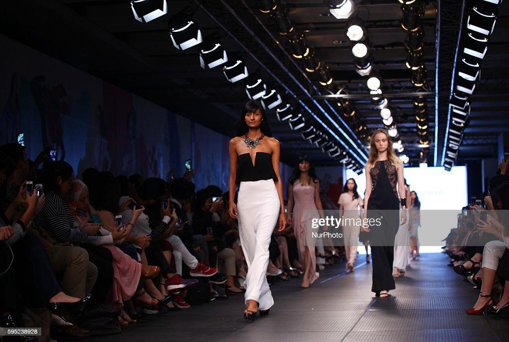 BCBGMAXAZRIA show during the 7th Plaza Indonesia Fashion Week Spring/Summer 2016 : News Photo