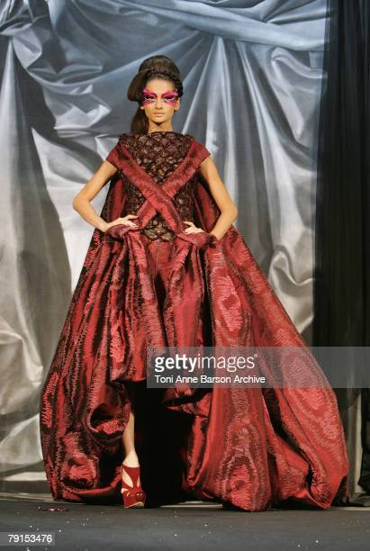 Model walks on the catwalk at the Christian Dior Fashion show during Paris Fashion Week SpringSummer 2008 at Polo de Paris on January 21 2008 in...