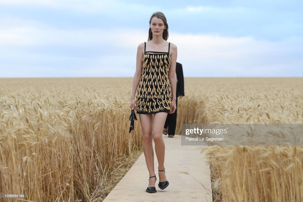 """""""L'Amour"""" : Jacquemus Spring-Summer 2021 Show : ニュース写真"""