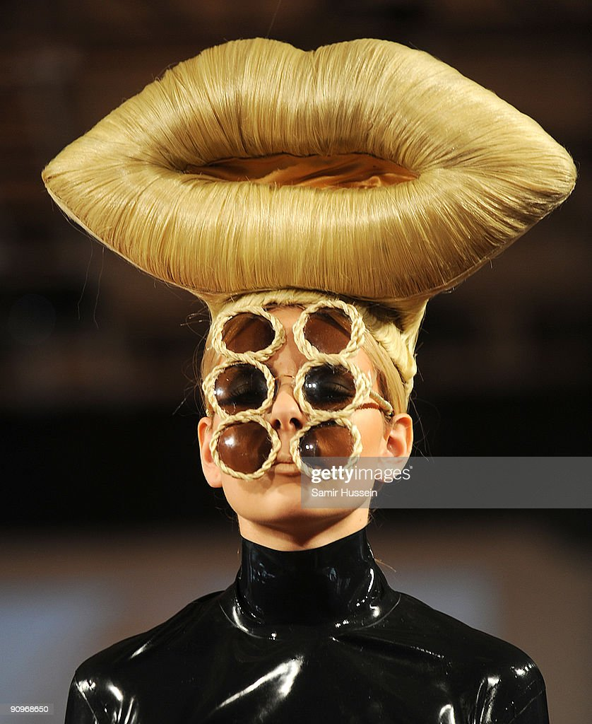 Blow Presents Runway: Spring/Summer 2010 - London Fashion Week : News Photo