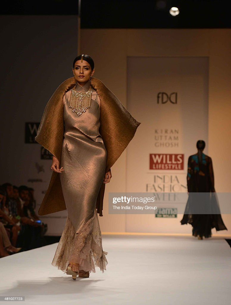 A Model Walks The Ramp For Designer Kiran Uttam Ghosh At The Wills News Photo Getty Images