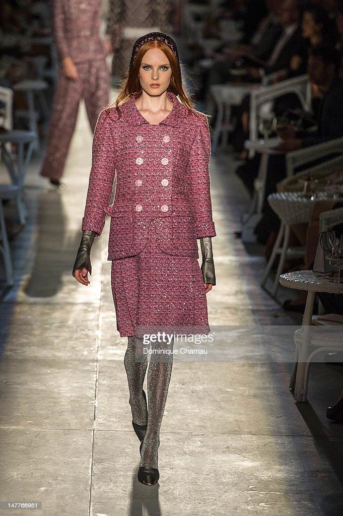 Chanel: Runway - Paris Fashion Week Haute Couture F/W 2013 : News Photo