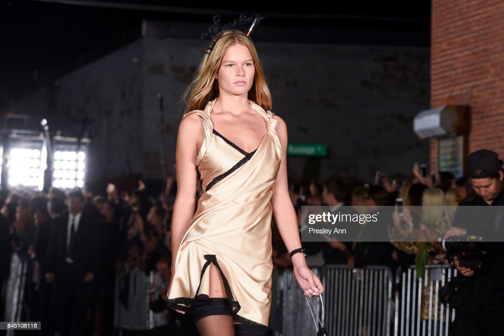 Alexander Wang - Runway - September 2017 - New York Fashion Week : News Photo