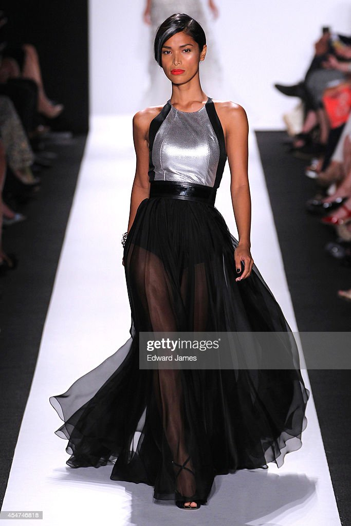 Carmen Marc Valvo - Runway - Mercedes-Benz Fashion Week Spring 2015 : News Photo