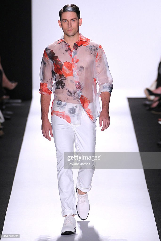 Carmen Marc Valvo - Runway - Mercedes-Benz Fashion Week Spring 2015 : News Photo