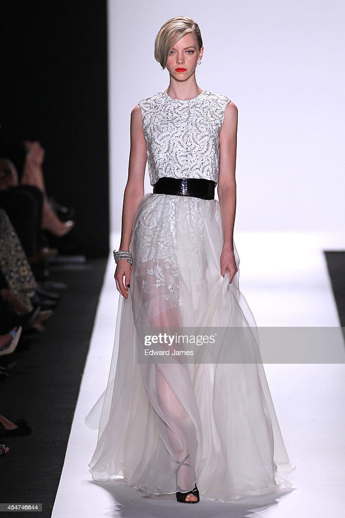 Carmen Marc Valvo - Runway - Mercedes-Benz Fashion Week Spring 2015 : Nieuwsfoto's