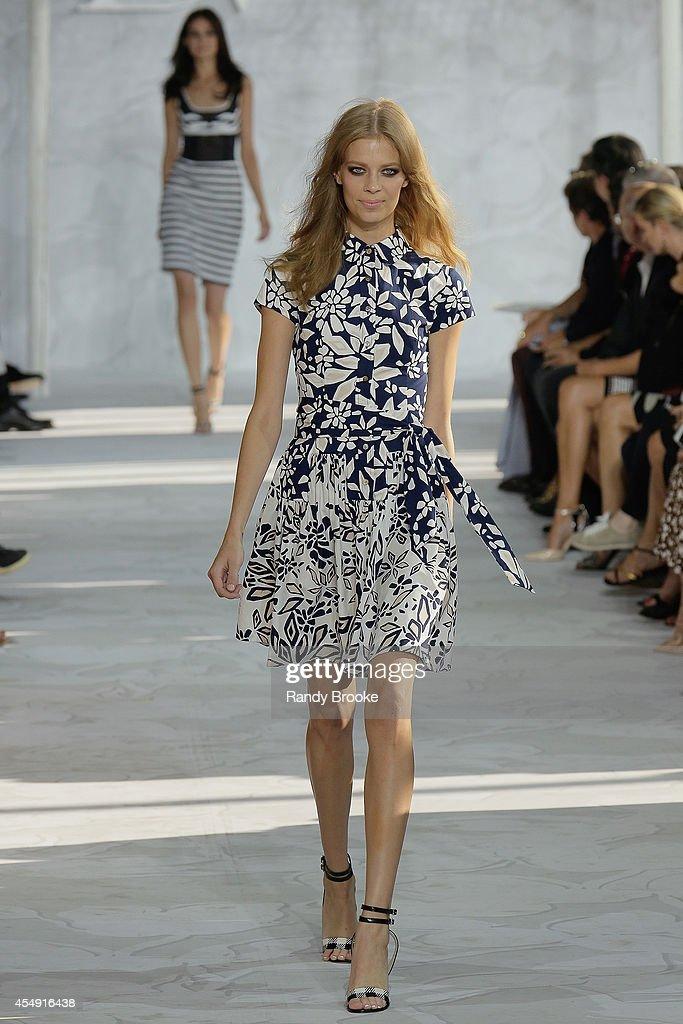Diane Von Furstenberg - Runway - Mercedes-Benz Fashion Week Spring 2015 : News Photo