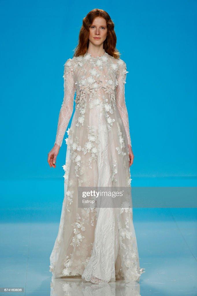 Imagining Meghan Markle\'s Wedding Dress Meghan Markle and Prince ...