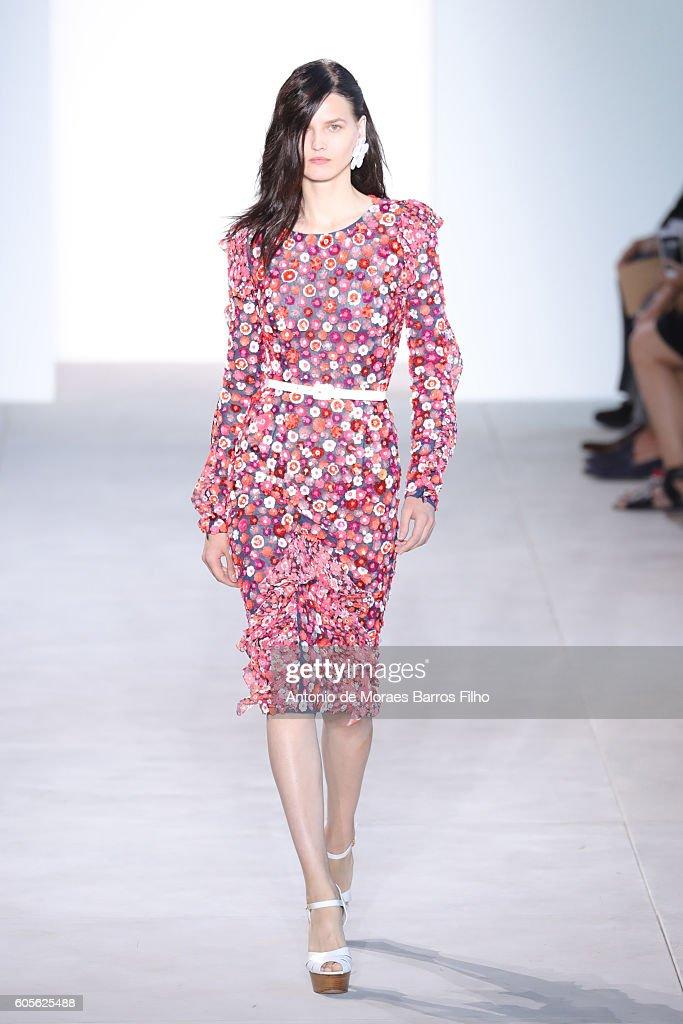 Michael Kors - Runway - September 2016 New York Fashion Week : News Photo