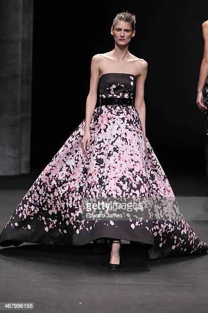 Model walks the runway at Monique Lhuillier during Mercedes-Benz Fashion Week Fall 2014 at The Theatre at Lincoln Center on February 8, 2014 in New...
