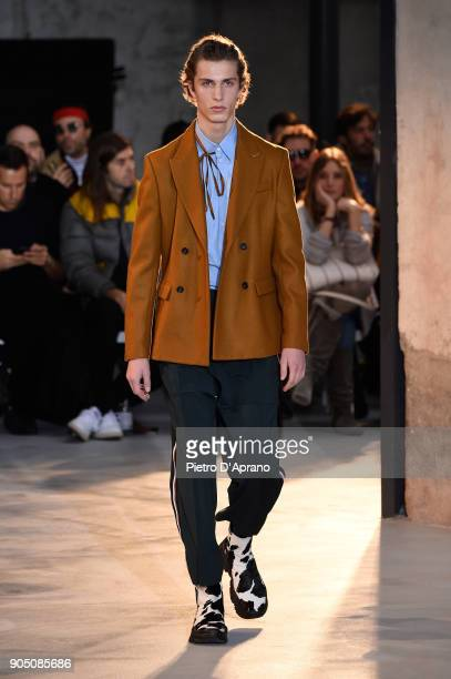 Model walks the runway at N.21 show during Milan Men's Fashion Week Fall/Winter 2018/19 on January 15, 2018 in Milan, Italy.
