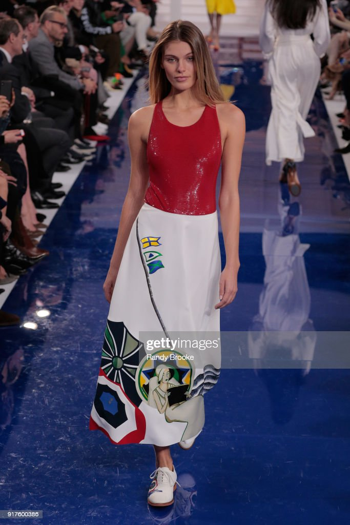 Ralph Lauren - Runway - February 2018 - New York Fashion Week : News Photo