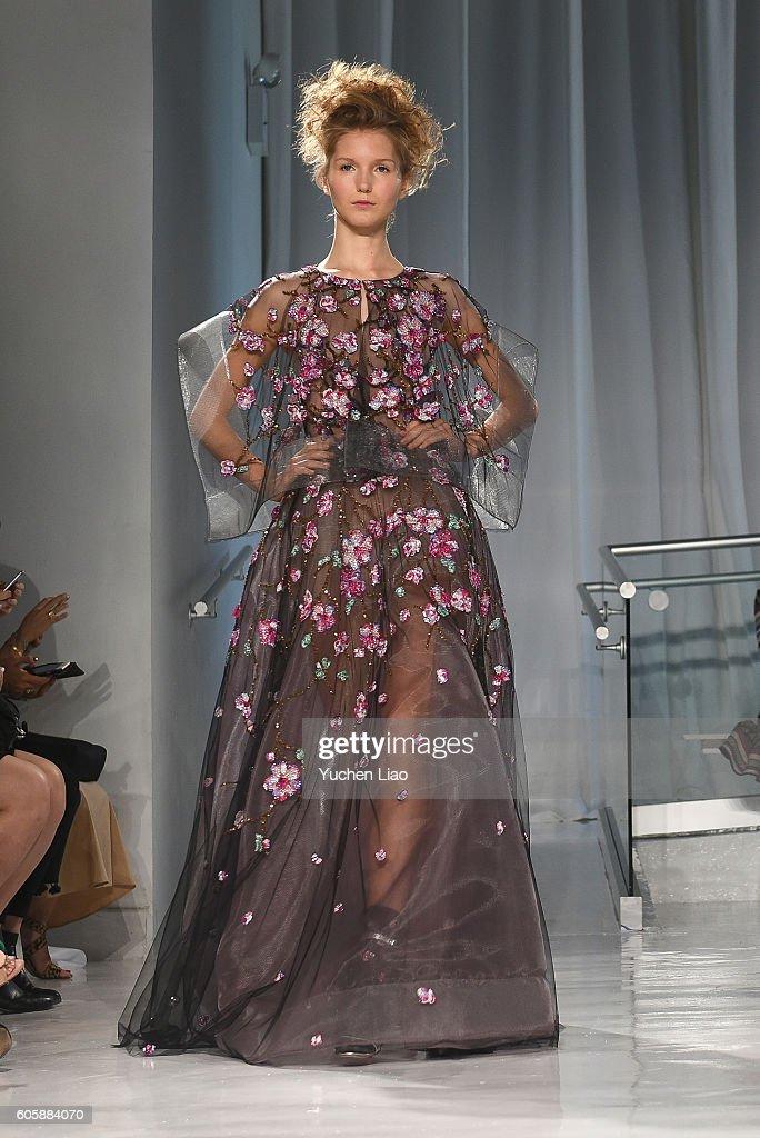 NY: Reem Acra - Runway - September 2016 - New York Fashion Week