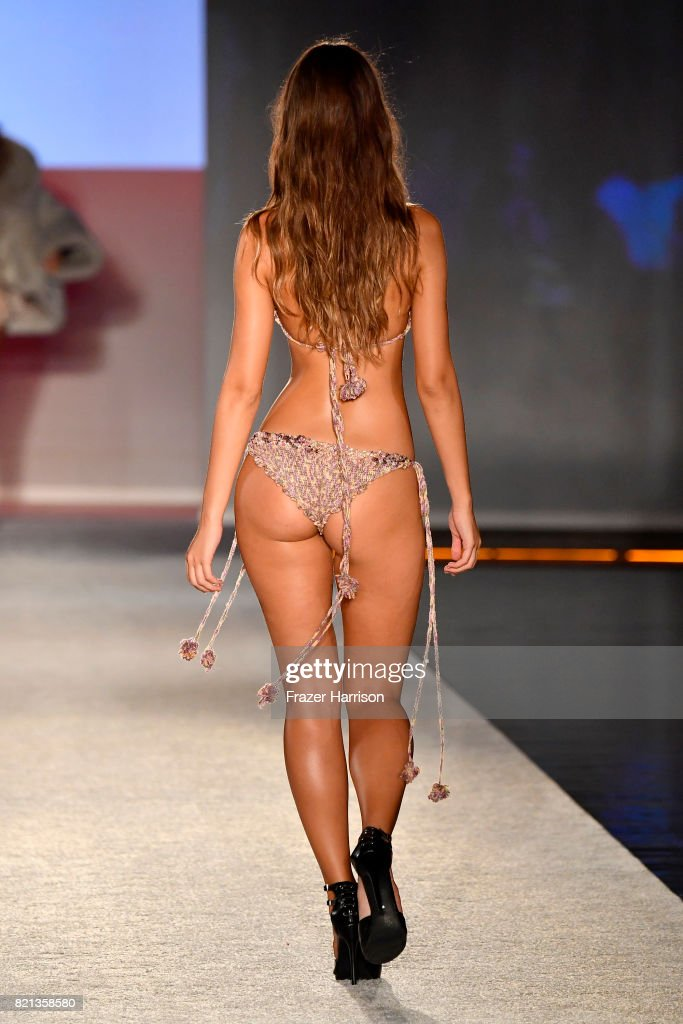 SWIMMIAMI Baes and Bikinis 2018 Collection - Runway : Foto jornalística