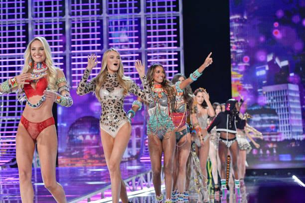 2017 Victoria's Secret Fashion Show - Runway Photos and ...