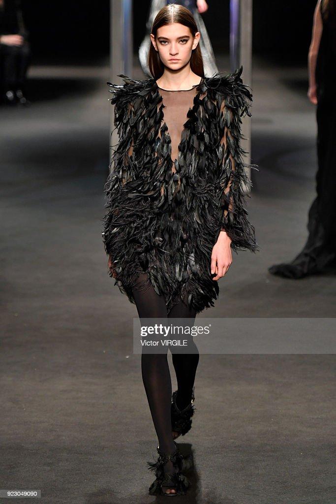 Alberta Ferretti - Runway - Milan Fashion Week Fall/Winter 2018/19 : Nachrichtenfoto