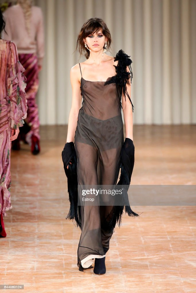 Alberta Ferretti - Runway - Milan Fashion Week Fall/Winter 2017/18 : News Photo