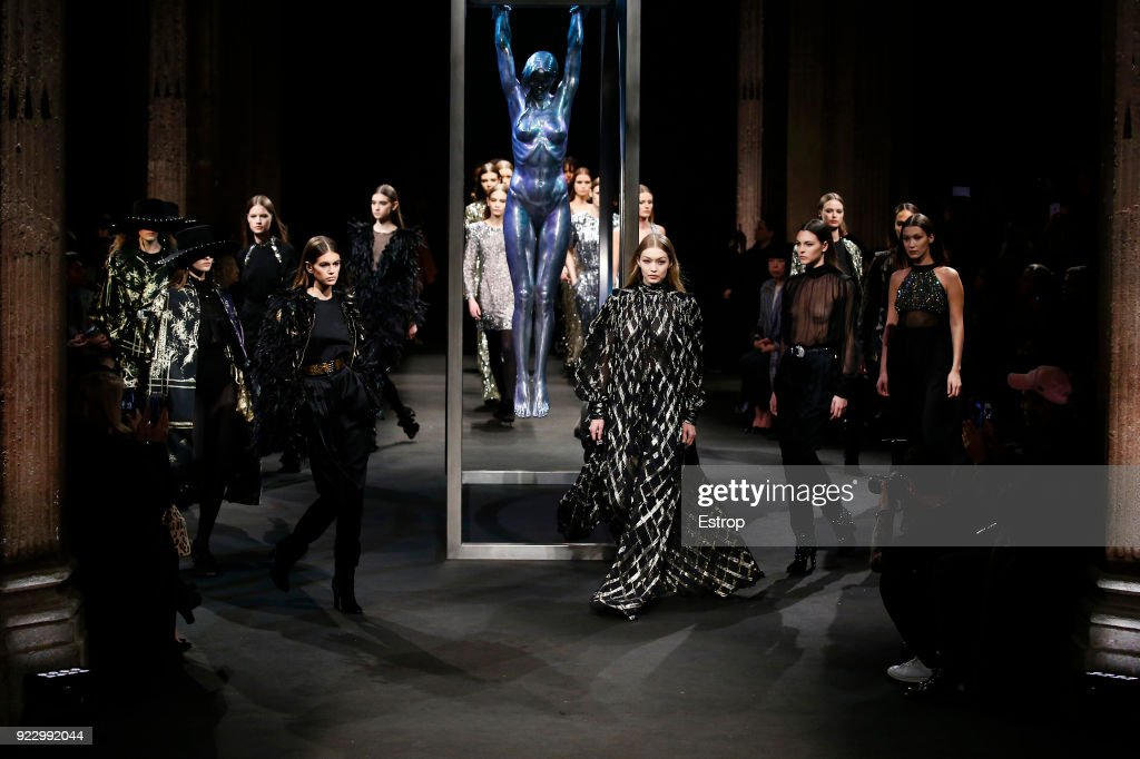 Alberta Ferretti - Runway - Milan Fashion Week Fall/Winter 2018/19 : Fotografía de noticias