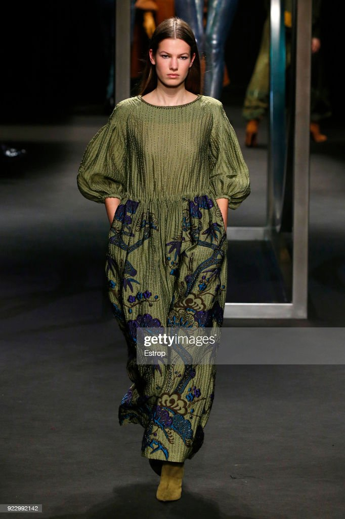Alberta Ferretti - Runway - Milan Fashion Week Fall/Winter 2018/19 : Nachrichtenfoto