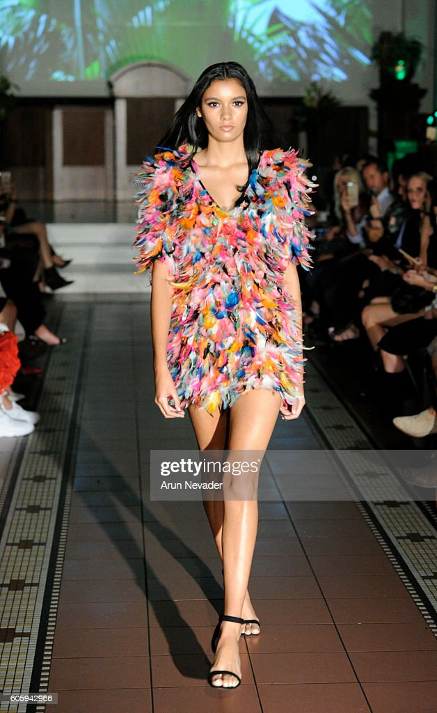 NY: Alex Vinash - Runway - September 2016 - New York Fashion Week