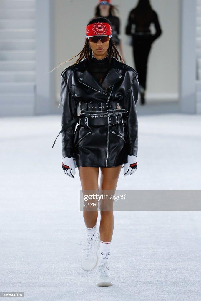 Alexander Wang - Runway - June 2018 - New York Fashion Week : Nachrichtenfoto