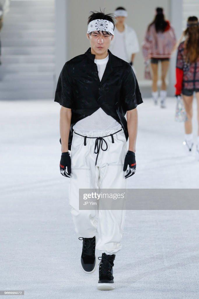 Alexander Wang - Runway - June 2018 - New York Fashion Week : News Photo