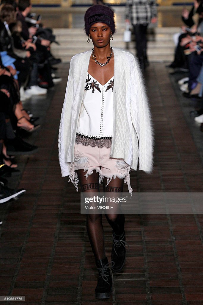 Alexander Wang - Runway - Fall/Winter 2016 New York Fashion Week : News Photo