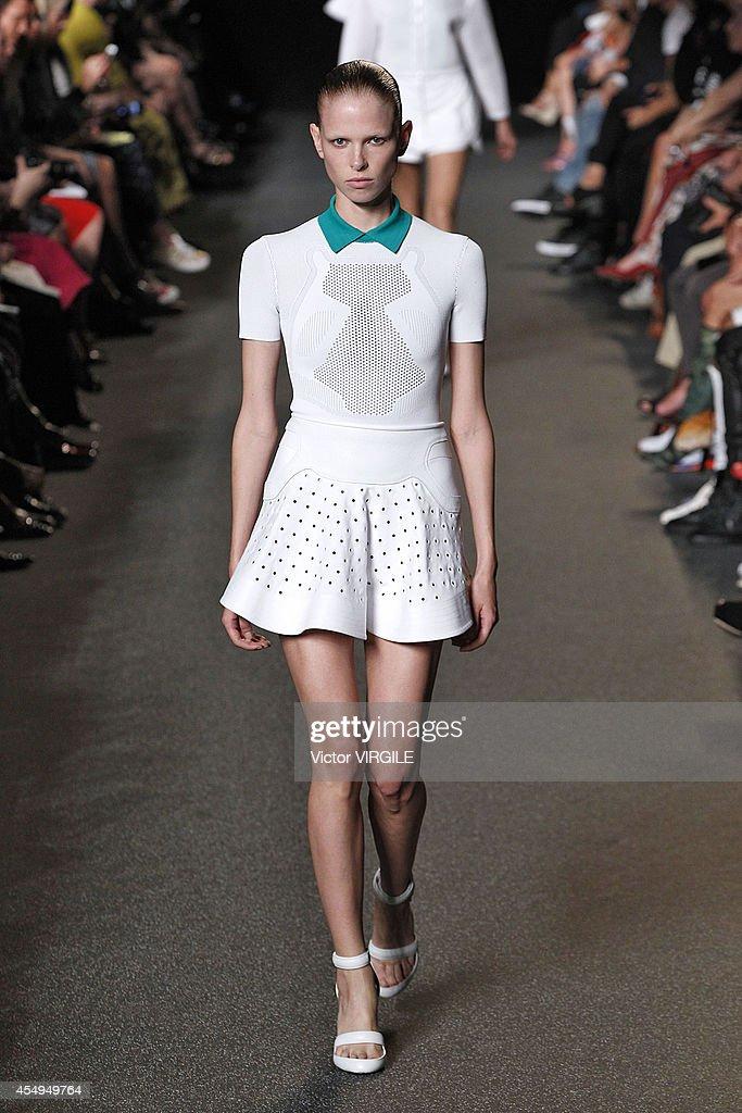 Alexander Wang - Runway - Mercedes-Benz Fashion Week Spring 2015 : News Photo