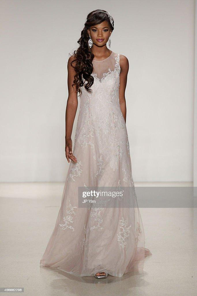Spring 2015 Bridal Collection - Alfred Angelo - Show : Fotografía de noticias