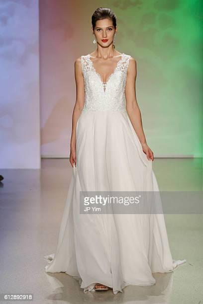 Alfred Angelo Disney Wedding Dress Stock Fotos Und Bilder