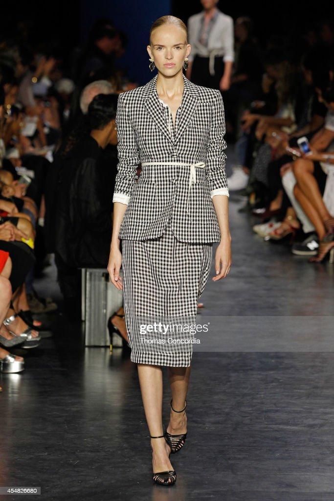 Altuzarra - Runway - Mercedes-Benz Fashion Week Spring 2015 : News Photo