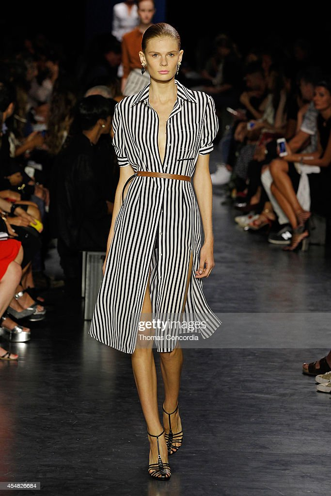 Altuzarra - Runway - Mercedes-Benz Fashion Week Spring 2015 : News Photo