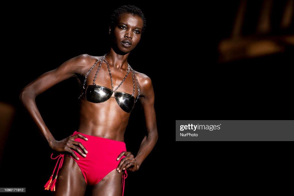 Andres Sarda - Catwalk - Mercedes Benz Fashion Week Madrid Autumn/Winter 2019-20 : News Photo
