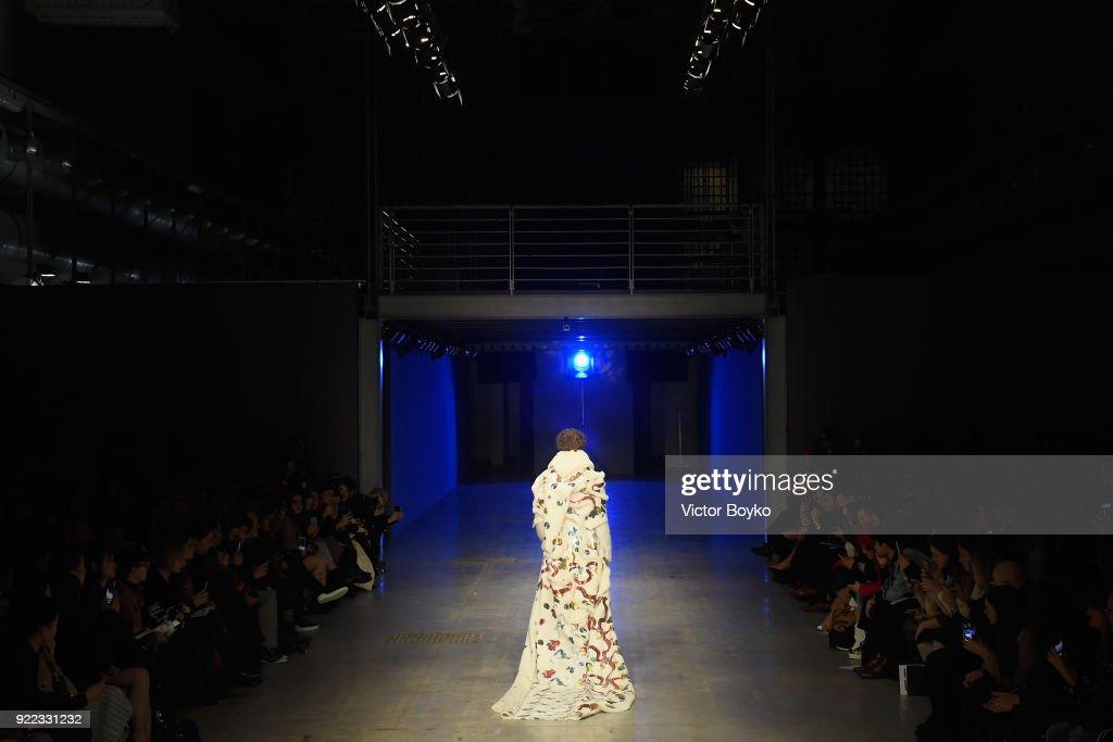 Angel Chen - Runway - Milan Fashion Week Fall/Winter 2018/19 : News Photo