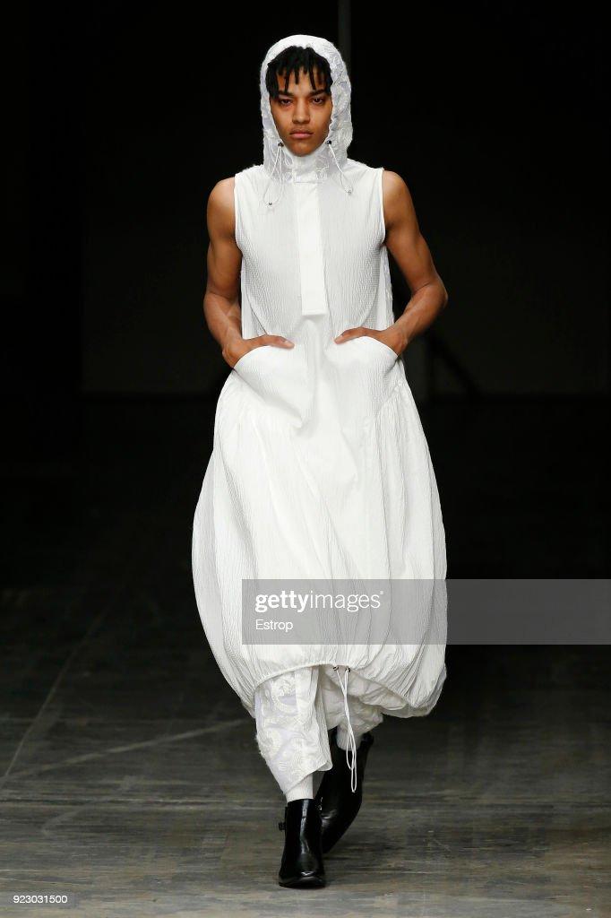 Angel Chen - Runway - Milan Fashion Week Fall/Winter 2018/19 : ニュース写真