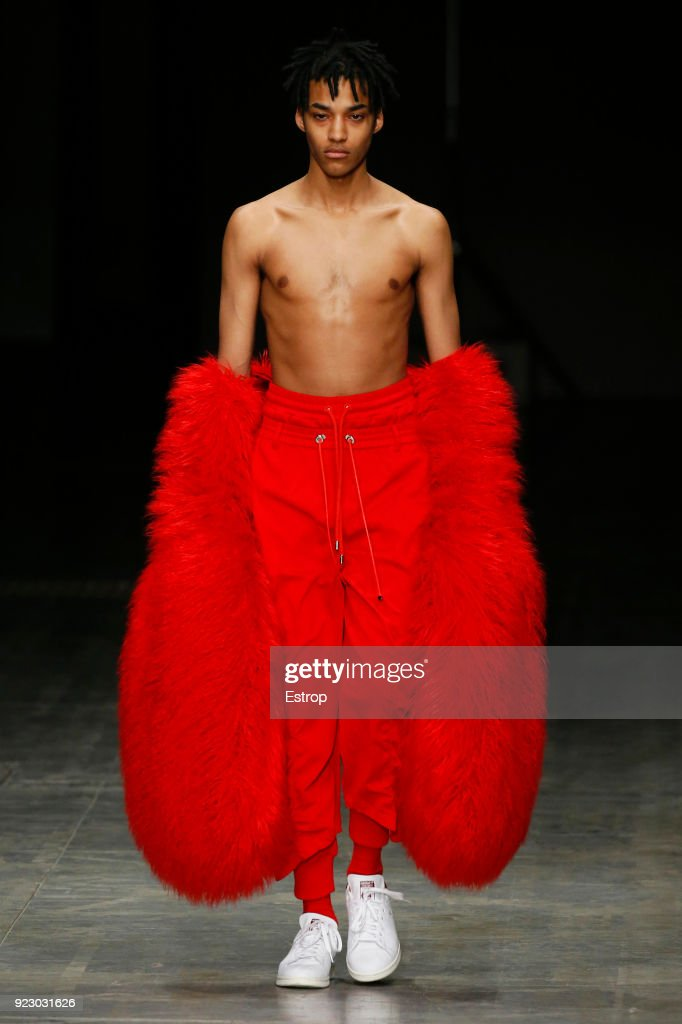 Angel Chen - Runway - Milan Fashion Week Fall/Winter 2018/19 : Nachrichtenfoto