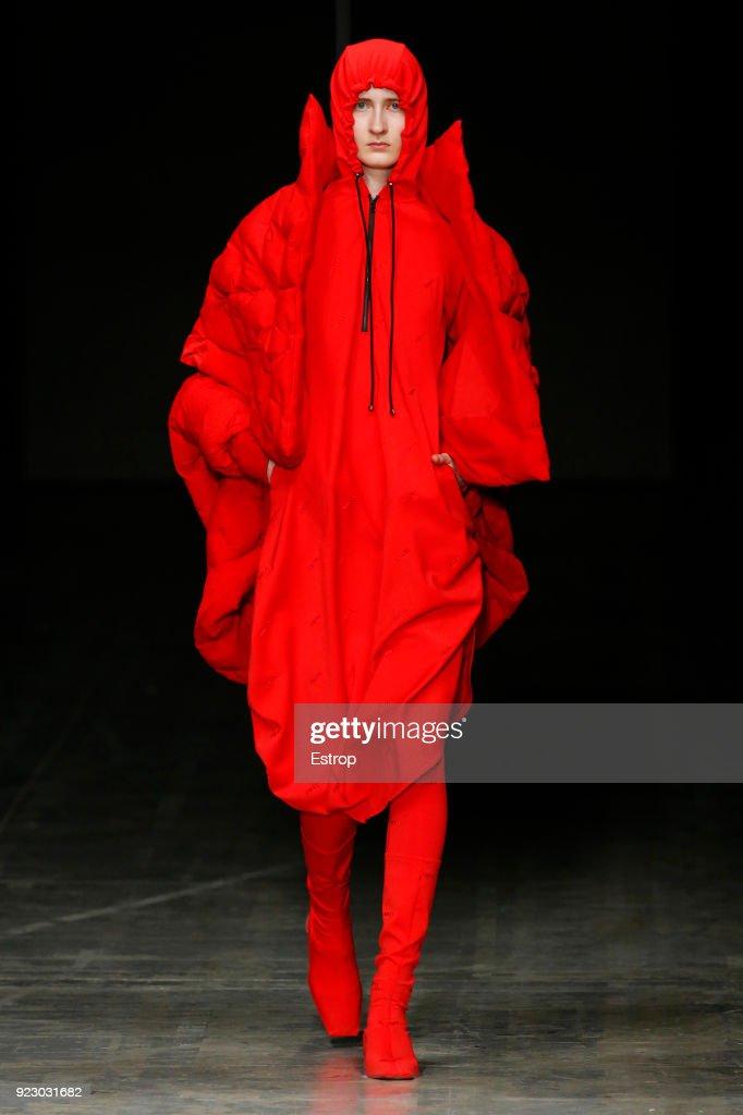 Angel Chen - Runway - Milan Fashion Week Fall/Winter 2018/19 : Nachrichtenfoto