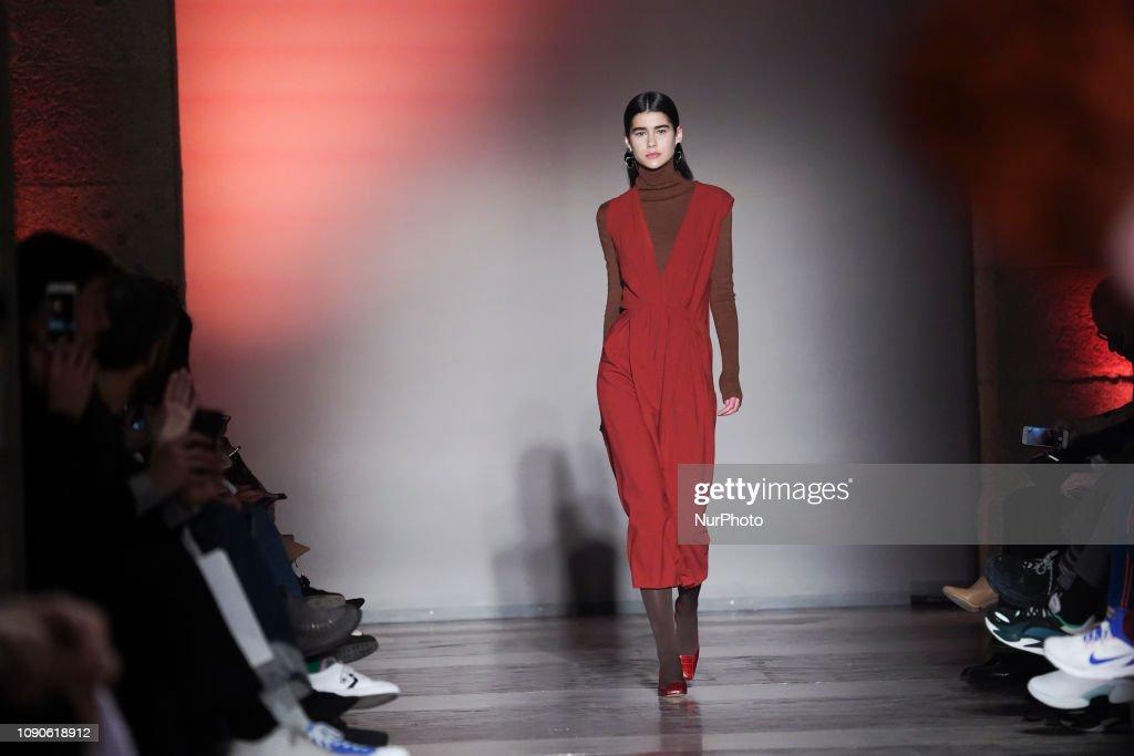 Angel Schlesser - Catwalk -Mercedes Benz Fashion Week : News Photo