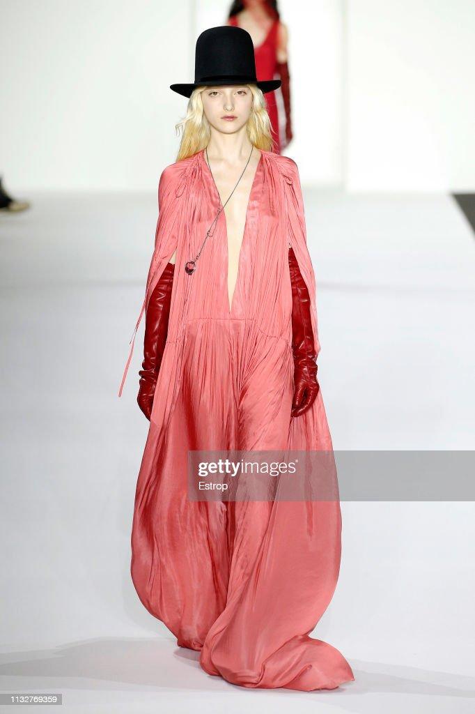 Ann Demeulemeester : Runway - Paris Fashion Week Womenswear Fall/Winter 2019/2020 : News Photo