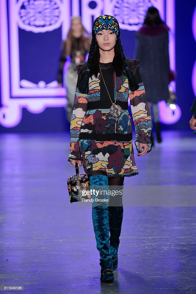 Anna Sui - Runway - Fall 2016 New York Fashion Week: The Shows : Nachrichtenfoto