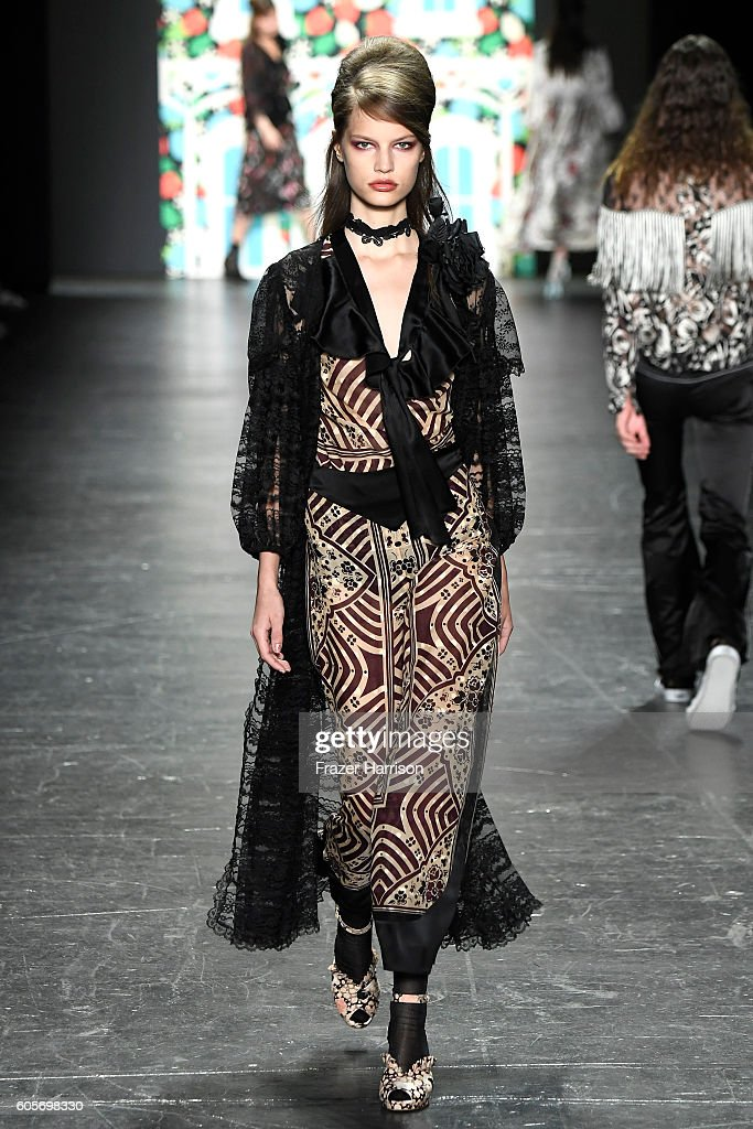 NY: Anna Sui - Runway - September 2016 - New York Fashion Week: The Shows