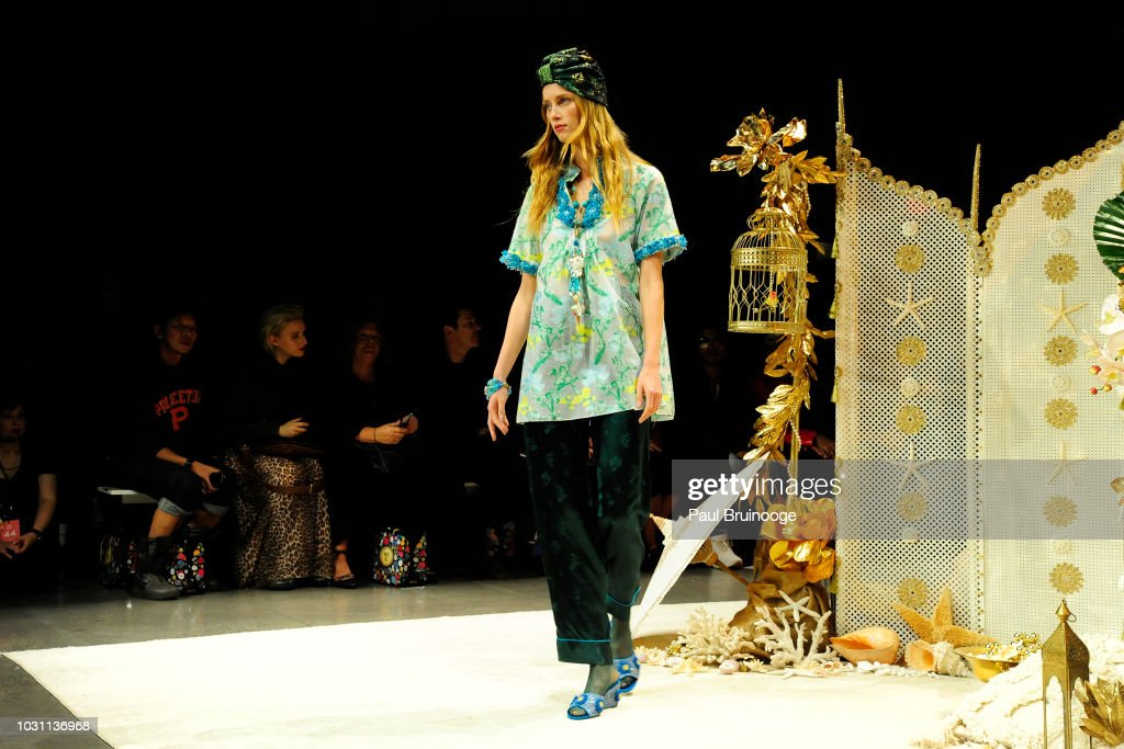 Anna Sui - September 2018 - New York Fashion Week : News Photo