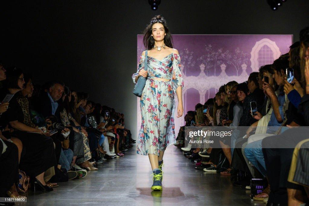 Anna Sui SS 20 Fashion Show : Photo d'actualité
